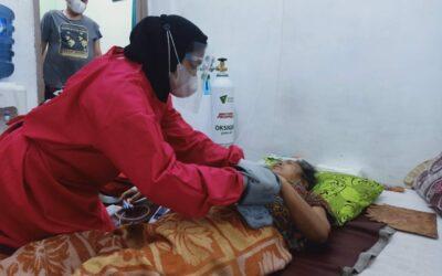 Bergerak Di Dini Hari, Tim Medis Crisis Center Covid-19 Dompet Dhuafa, Layani Dua Pasien Isoman Di Depok